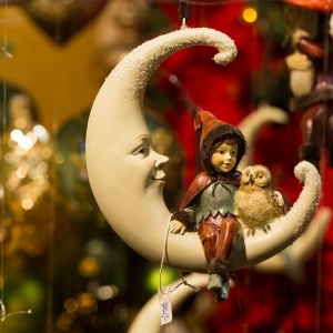 Figurine - Moon with Elf