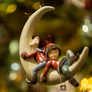 Figurine - Moon with Elves