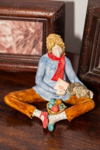 Figurine - Knitting Lady 5